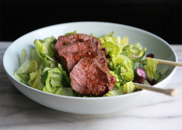 #CelebratingGreens: Thai Beef and Green Grape Tomato Salad