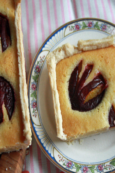 #MondayMorningTreat: Plum Frangipane Tart
